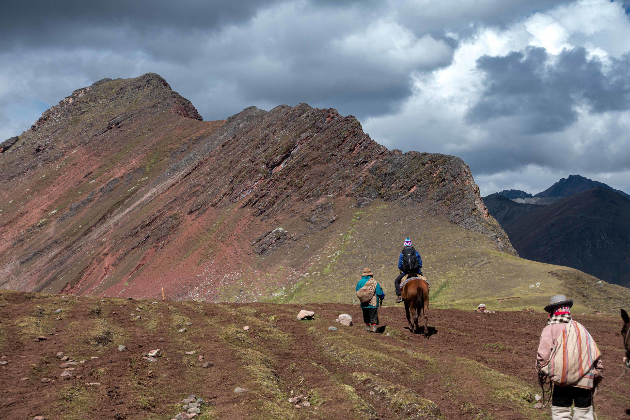 Berge in Peru mit Reitern